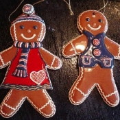 197-gingerbread-couple